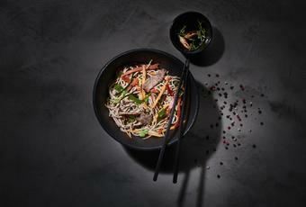 Wok-fried sliced beef with soba noodles and vegetables