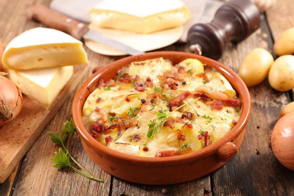 french tartiflette, potato, bacon and reblochon - Peugeot Saveurs