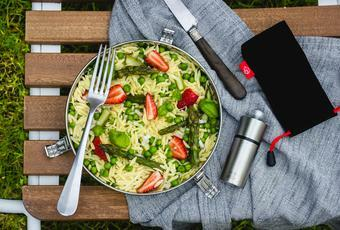 Pasta salad with asparagus, peas and strawberries